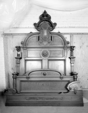 Double Bed, about 1870-1880. Walnut wood, Headboard: 98 x 67 x 84 in. (248.9 x 170.2 x 213.4 cm). Brooklyn Museum, Gift of Eleanor Curnow in memory of her mother, Mary Griffith Curnow, 45.25.1. Creative Commons-BY