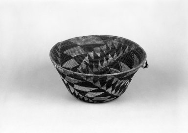 Pomo (Native American). Coiled Basket with spiralling triangle patterns. Clam shell, acorn woodpecker feather, quail feather, bulrush, sedge root, 5 7/8 x 12 1/16 in.  (15.0 x 30.7 cm). Brooklyn Museum, Gift of Pratt Institute, 46.136.2. Creative Commons-BY