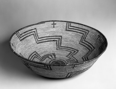 Pima (Native American). Basketry Bowl, first quarter 20th century. Plant fiber, 4 1/8 x 14 3/4 x 14 3/4 in. (10.5 x 37.5 x 37.5 cm). Brooklyn Museum, Gift of Pratt Institute, 46.136.5. Creative Commons-BY