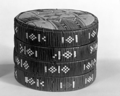 Micmac (Native American). Trinket Box and Cover, ca. 1800. Bark, birch bark, quills, spruce root, 4 1/4 x 5 1/2 in. (10.8 x 14cm). Brooklyn Museum, Henry L. Batterman Fund, 46.78.6a-b. Creative Commons-BY