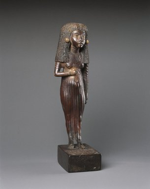 Statuette of the Lady Mi Standing, ca. 1390-1353 B.C.E. Wood, gilded, 6 1/8 x 1 3/4 x 2 1/4 in. (15.6 x 4.4 x 5.7 cm). Brooklyn Museum, Charles Edwin Wilbour Fund, 47.120.3. Creative Commons-BY