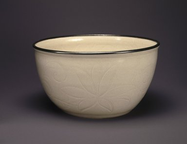 Bowl, 960-1127. Porcelain with glaze, 5 x 9 5/8 in. (12.7 x 24.5 cm). Brooklyn Museum, Anonymous gift, 47.219.20. Creative Commons-BY