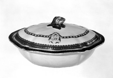 Covered Vegetable Dish, 1790-1810. Porcelain Brooklyn Museum, Gift of Mrs. William Sterling Peters, 48.207.200. Creative Commons-BY