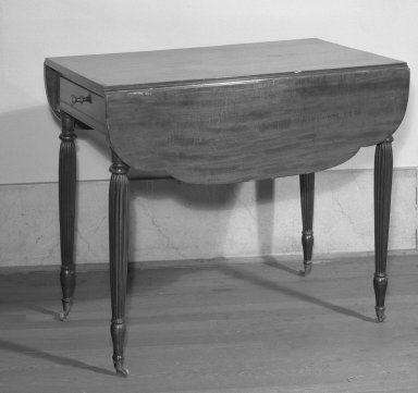 American. Drop Leaf Table, ca. 1800. Mahogany, 29 x 34 x 2 1/2 in. (73.7 x 86.4 x 6.4 cm). Brooklyn Museum, Bequest of Mrs. William Sterling Peters, 50.141.168. Creative Commons-BY