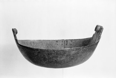 Delaware (Native American). Bowl, early 19th century. Wood, brass, 7 1/4 x 14 x 14 in. (18.4 x 35.6 x 35.6 cm). Brooklyn Museum, Henry L. Batterman Fund and the Frank Sherman Benson Fund, 50.67.161. Creative Commons-BY