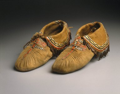 Eastern, Sioux (Native American). Pair of Puckered Moccasins, early 19th century. Smoked buckskin, deer skin, deer hair, porcupine quills, copper, 4 x 11 in. (10.2 x 27.9 cm). Brooklyn Museum, Henry L. Batterman Fund and Frank Sherman Benson Fund, 50.67.20a-b. Creative Commons-BY