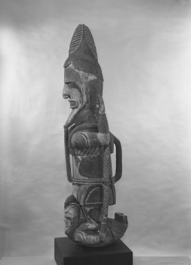 Figure (Uli), 19th or early 20th century. Wood, Turbo petholatus opercula, pigment, fibers, organic materials, 59 x 14 1/4 x 18 1/2 in. (149.9 x 36.2 x 47 cm). Brooklyn Museum, A. Augustus Healy Fund, 51.234. Creative Commons-BY