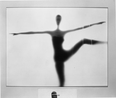 Ben Rose (American, 1916-1980). Dancer. Gelatin silver photograph, 10 1/2 x 13 1/4 in. (26.7 x 33.7 cm). Brooklyn Museum, Gift of the artist, 52.102.2. © Ben Rose