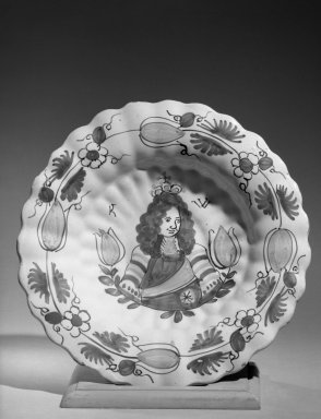 British. Lambeth Delft Charger, late 17th century., 13 in. (33 cm). Brooklyn Museum, Gift of Rembrant Club and Museum Collection Fund, 52.10. Creative Commons-BY