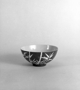 Bowl, 1736-1795. Porcelain, 2 1/2 x 5 1/2 in. (6.4 x 14 cm). Brooklyn Museum, The William E. Hutchins Collection, Bequest of Augustus S. Hutchins, 52.49.10. Creative Commons-BY