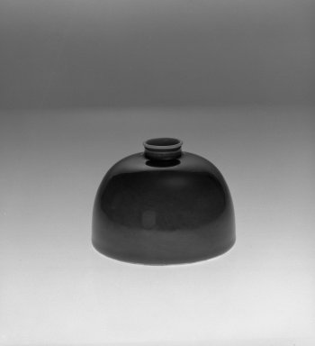 Water Receptacle, 1662-1722. Glazed porcelain, 3 1/2 x 5 in. (8.9 x 12.7 cm). Brooklyn Museum, The William E. Hutchins Collection, Bequest of Augustus S. Hutchins, 52.49.1. Creative Commons-BY