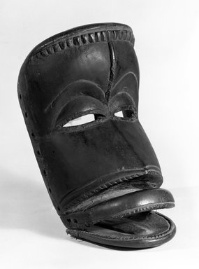 Dan. Mask, late 19th-early 20th century., 9 15/16 x 5 3/8 x 5 1/4 in. (25.2 x 13.7 x 13.3 cm). Brooklyn Museum, Gift of Arturo and Paul Peralta-Ramos, 56.6.101. Creative Commons-BY