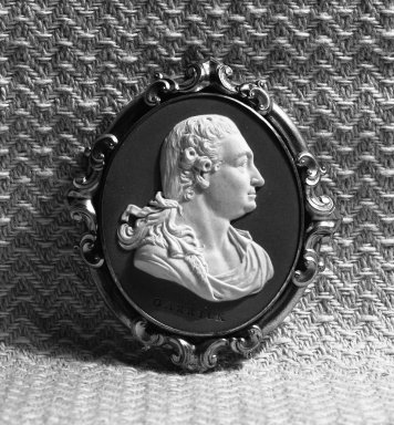 Wedgwood & Bentley (1759-present). Portrait Medallion, ca. 1777. Jasperware, gilt, 2 3/4 x 2 1/2 in. (7 x 6.4 cm). Brooklyn Museum, Gift of Emily Winthrop Miles, 58.194.14. Creative Commons-BY