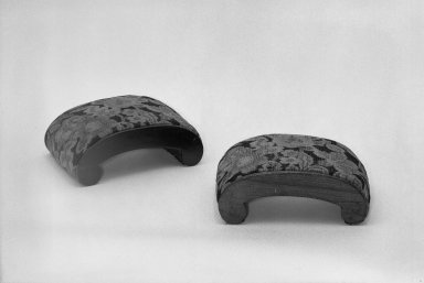 American. Footrest, ca.1830. Walnut, 5 1/2 x 15 x 10 1/2 in. (14 x 38.1 x 26.7 cm). Brooklyn Museum, Gift of Mrs. Alfred Zoebisch, 59.143.33a. Creative Commons-BY