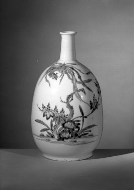 Bottle with Decoration of a Phoenix, late 17th century. Porcelain, 9 1/4 x 3 5/8 in. (23.5 x 9.2 cm). Brooklyn Museum, Carll H. de Silver Fund, 60.13. Creative Commons-BY