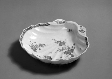 Bow Porcelain Factory. Shell Dish, ca. 1755. Porcelain, 1 11/16 x 7 1/4 x 6 5/8 in. (4.3 x 18.4 x 16.8 cm). Brooklyn Museum, Gift of Pearl and Donald S. Morrison, 61.232.13. Creative Commons-BY