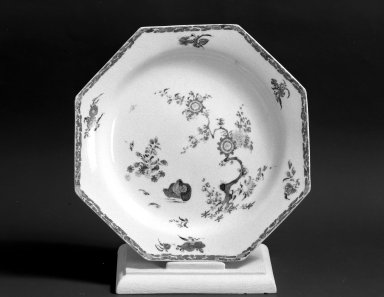 Bow Porcelain Factory. Dish, ca. 1755. Porcelain Brooklyn Museum, Gift of Pearl and Donald S. Morrison, 61.232.2. Creative Commons-BY