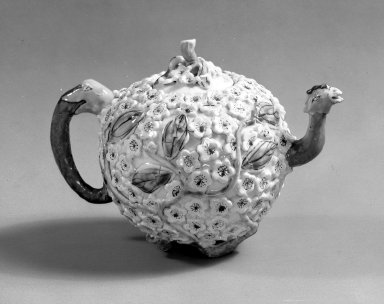 Teapot and Cover, ca. 1750. Brooklyn Museum, Gift of Pearl and Donald S. Morrison, 61.232.4. Creative Commons-BY