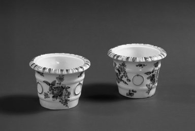 Bow Porcelain Factory. Flower Tub, ca. 1765. Porcelain, 2 3/16 x 1 5/16 in. (5.6 x 3.3 cm). Brooklyn Museum, Gift of Pearl and Donald S. Morrison, 61.232.9. Creative Commons-BY