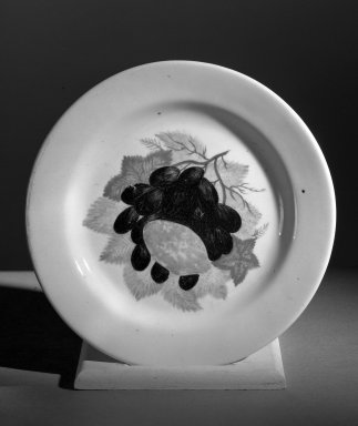 John Vickers (American,). Plate, 1824. Porcelain Brooklyn Museum, Gift of Henry  F. du Pont, 61.79. Creative Commons-BY