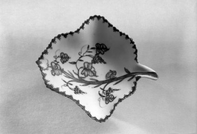 Bow Porcelain Factory. Leaf-Shaped Sweet Meat Dish. Porcelain Brooklyn Museum, Gift of H. Randolph Lever, 63.143.10. Creative Commons-BY