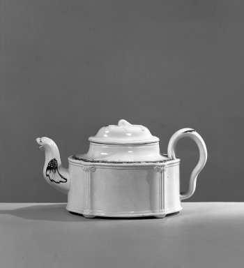 Teapot, ca. 1750. Creamware, a: 4 x 5 3/4 in. (10.2 x 14.6 cm). Brooklyn Museum, Gift of the Estate of Emily Winthrop Miles, 64.195.50. Creative Commons-BY