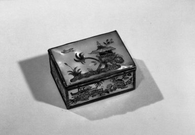 Box, ca. 1770. Mother of pearl, silver, 1 3/8 x 3 x 2 3/8 in. (3.5 x 7.6 x 6 cm). Brooklyn Museum, Anonymous gift, 64.241.10. Creative Commons-BY