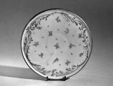 Dresden. Hot Plate Holder, ca. 1900. Porcelain, 1/2 x 6 3/8 in. (1.3 x 16.2 cm). Brooklyn Museum, Anonymous gift, 66.111.15. Creative Commons-BY