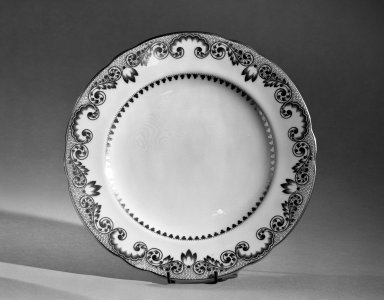Cauldon Ltd.. Dessert Plate, ca. 1910. Porcelain, 7/8 x 8 3/4 in. (2.2 x 22.2 cm). Brooklyn Museum, Anonymous gift, 66.111.8. Creative Commons-BY