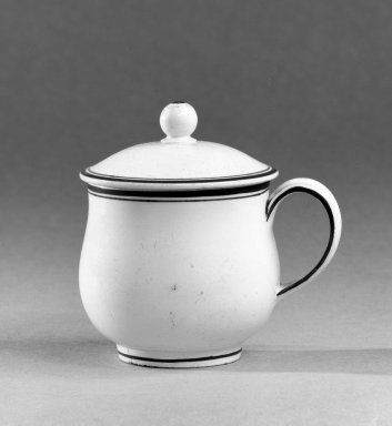 Wedgwood (1759-present). Custard Cup with Cover, ca. 1790. Creamware, 3 1/2 x 3 3/4 in. (8.9 x 9.5 cm). Brooklyn Museum, Gift of the Bess and Sam Zeigen Family, 66.229.14a-b. Creative Commons-BY
