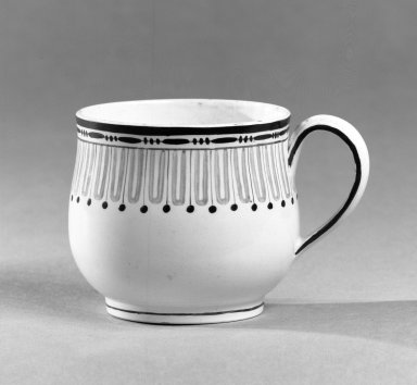 Wedgwood (1759-present). Custard Cup, ca. 1790. Creamware, 2 1/4 x 2 3/4 in. (5.7 x 7 cm). Brooklyn Museum, Gift of the Bess and Sam Zeigen Family, 66.229.15. Creative Commons-BY