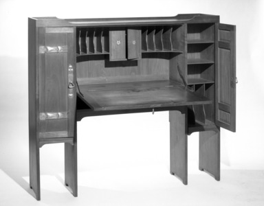 Gustav Stickley (1857-1942). Desk, ca.1904. Walnut, inlaid copper and pewter, 49 x 54 1/2 x 12 in. (124.5 x 138.4 x 30.5 cm). Brooklyn Museum, Gift of The Roebling Society, 68.183.1. Creative Commons-BY