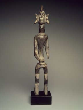 Mumuye. Figure (Iagalagana), late 19th century. Wood, kaolin, without base: 21 3/4 x 4 x 3 3/4 in. (55.5 x 10.2 x 9.5 cm). Brooklyn Museum, Carll H. de Silver Fund, 68.191. Creative Commons-BY