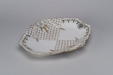 Union Porcelain Works (1863-circa 1922). Bread Dish, ca. 1880. Porcelain, 1 3/4 x 11 3/8 x 9 3/4 in. (4.4 x 28.9 x 24.8 cm). Brooklyn Museum, Gift of Franklin Chace, 68.87.3. Creative Commons-BY