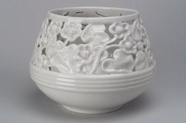 Union Porcelain Works (1863-ca.1922). Plant Container or Cache Pot, ca. 1900. Porcelain, 6 5/8 x 8 7/8 x 8 7/8 in. (16.8 x 22.5 x 22.5 cm). Brooklyn Museum, Gift of Franklin Chace, 68.87.46. Creative Commons-BY