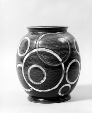 Cowan Pottery. Vase, ca. 1930. Earthenware, lead-glaze, 7 7/8 x 7 1/8 x 7 1/8 in. (20 x 18.1 x 18.1 cm). Brooklyn Museum, H. Randolph Lever Fund, 72.40.25. Creative Commons-BY