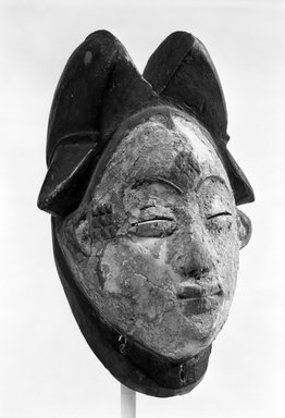 Kongo (Lumbo subgroup) (Ogowe River Style). Mask for the Okuyi Society (Mukudj), late 19th-early 20th century. Wood, metal, 11 x 7 1/2 x 5 1/2 in. (28.0 x 19.0 x 14.0 cm). Brooklyn Museum, Gift of Gaston T. de Havenon, 73.179.4. Creative Commons-BY