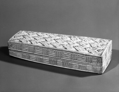 Kuba. Ivory Box, late 19th or early 20th century. Ivory, 1 1/2 x 8 x 2 1/2 in. (3.8 x 20.3 x 6.3 cm). Brooklyn Museum, Gift of John Hewitt, 74.33.4a-b. Creative Commons-BY