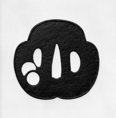Sword Guard, 17th century (possibly). Iron, 2 9/16 x 2 13/16 in. (6.5 x 7.1 cm). Brooklyn Museum, By exchange, 74.95. Creative Commons-BY