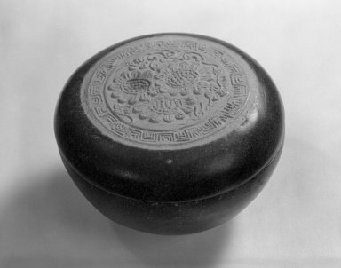 Round Box with Lid, 15th century. Porcelain, glaze, H: 2 1/8 in. (5.4 cm). Brooklyn Museum, Designated Purchase Fund, 75.11.5a-b. Creative Commons-BY