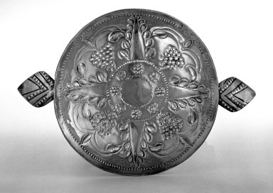 Saucer-Dish, 1662-1663. Silver, 1 1/2 x 6 in. (3.8 x 15.2 cm). Brooklyn Museum, Gift of Donald S. Morrison, 75.162.2. Creative Commons-BY