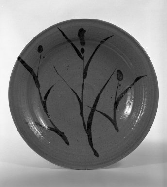 Nakazato Taroemon XII (Japanese, 1895-1985). Dish with Design of Grasses, ca. 20th century. E-karatsu ware, H: 2 1/8 in. (5.4 cm). Brooklyn Museum, Designated Purchase Fund, 75.35.1. Creative Commons-BY