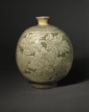 Bottle, mid- to late 15th century. Buncheong ware, stoneware with white-slip decoration, 8 11/16 x 7 in. (22 x 17.8 cm). Brooklyn Museum, Ella C. Woodward Memorial Fund, 75.61. Creative Commons-BY