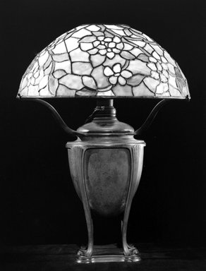 Tiffany Studios (1902-1932). Lamp, ca. 1905. Bronze, stained glass, Overall height, with shade: 21 5/8 in. (54.9 cm). Brooklyn Museum, Gift of Mr. and Mrs. Hollis K. Thayer, 76.142. Creative Commons-BY