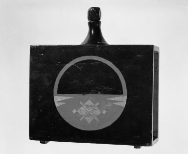 Sake Flask, 18th-19th century. Lacquer on wood with gold leaf, 10 1/4 x 9 3/8 x 2 3/4 in.  (26.0 x 23.8 x 7.0 cm). Brooklyn Museum, Designated Purchase Fund, 76.155.1. Creative Commons-BY