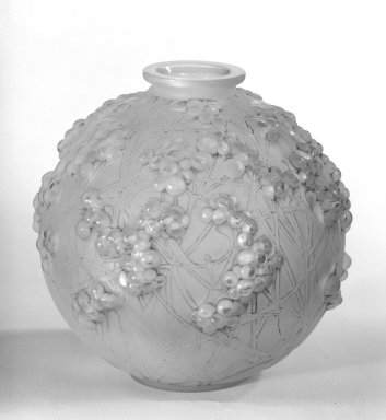 Rene J. Lalique (1860-1945). Vase, ca. 1925-1927. Glass, 7 1/8 x 2 3/4 in. (18.1 x 7 cm). Brooklyn Museum, Gift of Mrs. Bernard Schiro, 77.190.4. Creative Commons-BY