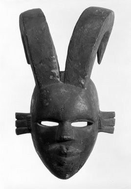 Ogoni. Mask with Two Curved Horns, early 20th century. Wood, 12 1/2 x 8 x 5 in. (31.8 x 20.3 x 12.6 cm). Brooklyn Museum, Gift of the Edwards-Britt Collection, 78.238.2. Creative Commons-BY