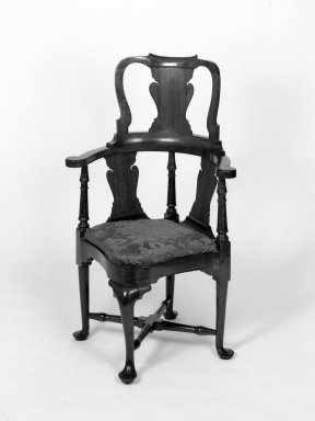 American. Round - About Chair. Walnut Brooklyn Museum, Gift of David H. Lanman, Jr. and Margaret Lanman Clark, 79.12. Creative Commons-BY