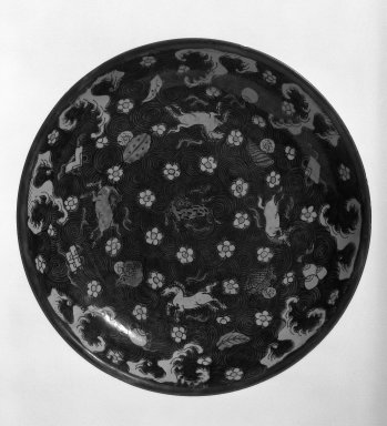 Plate, 19th-early 20th century. Famille verte Porcelain with three-color (sancai)., 2 3/8 x 12 5/8 in. (6 x 32.1 cm). Brooklyn Museum, Gift of Dr. David Kenne, 79.267.1. Creative Commons-BY