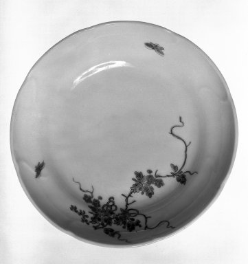 Dish, 18th century. Kakiemen porcelain, 1 3/8 x 5 5/8 in. (3.5 x 14.3 cm). Brooklyn Museum, Gift of Robert A. Van Buren, 79.284. Creative Commons-BY